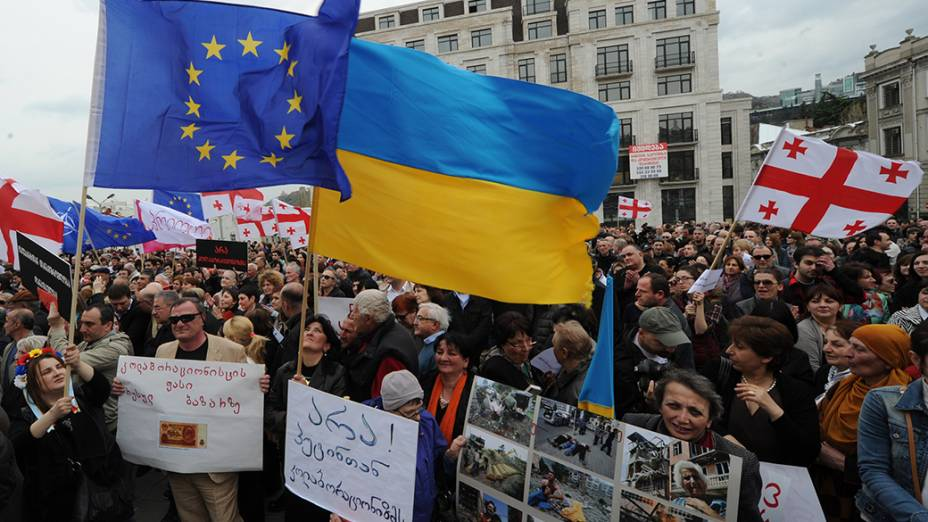 Na Geórgia, manifestantes realizam ato contra a cooperação do país com a Rússia e o envolvimento de Moscou na Ucrânia