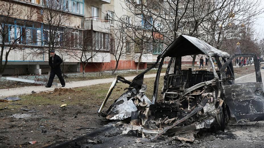 Pelo menos 21 pessoas morreram e 46 ficaram feridas, num bombardeamento durante a manhã de sábado, em Mariupol, na zona leste da Ucrânia