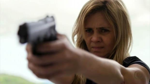 Carminha (Adriana Esteves) no último capítulo de Avenida Brasil
