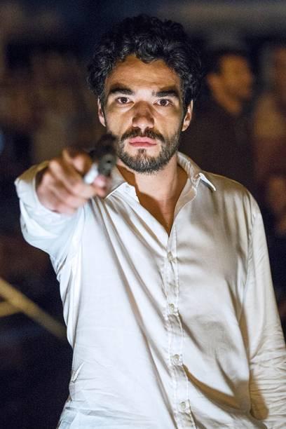 José Pedro (Caio Blat)