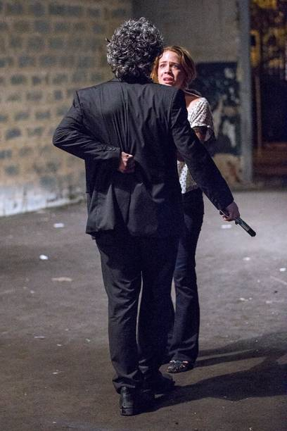 José Alfredo (Alexandre Nero) é baleado