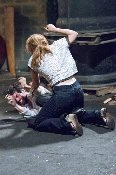 Cristina (Leandra Leal) bate em seu irmão José Pedro (Caio Blat)