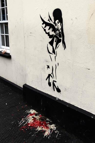 Pintura feita em homenagem à Amy Winehouse no bairro de Camden, Londres