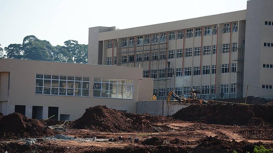Inaugurada em 2006 como marco do Reuni, a Universidade Federal do ABC (UFABC), na Grande São Paulo, ainda não está concluída. Em 2008, a previsão era que de tudo estivesse concluído em 2009
