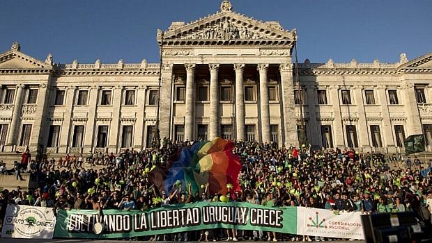 uruguai-maconha-2013-12-11-original.jpeg