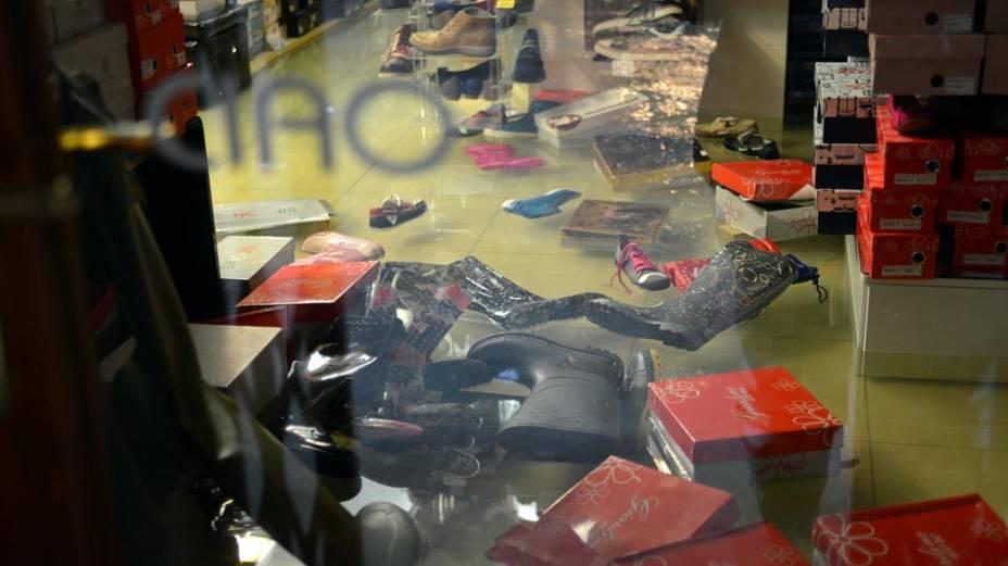 Loja de sapatos é tomada pela água em Veneza