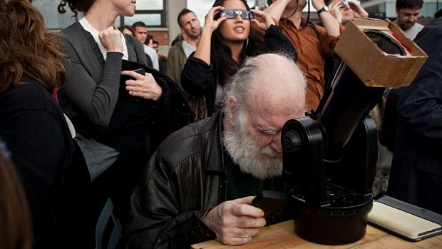 <p>Nova-iorquino usa telescópio para observar a passagem</p>