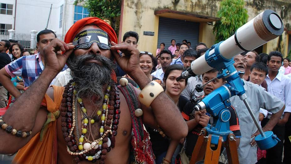 <p>Indianos observam a passagem de Vênus entre a Terra e o Sol</p>