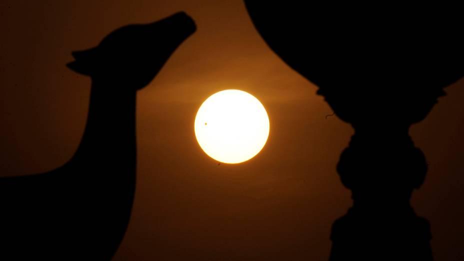 <p>Passagem de Vênus entre a Terra e o Sol vista em Kathmandu, no Nepal</p>
