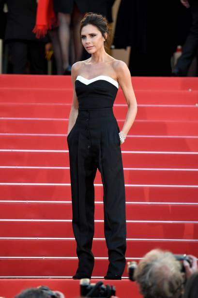 Victoria Beckham apostou no macacão desenhado por ela para a abertura do Festival de Cannes 2016<br><br>