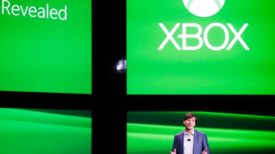 Don Mattrick, presidente de negócios de entretenimento interativo da Microsoft abre a apresentação do novo Xbox, em Redmond, Washington,