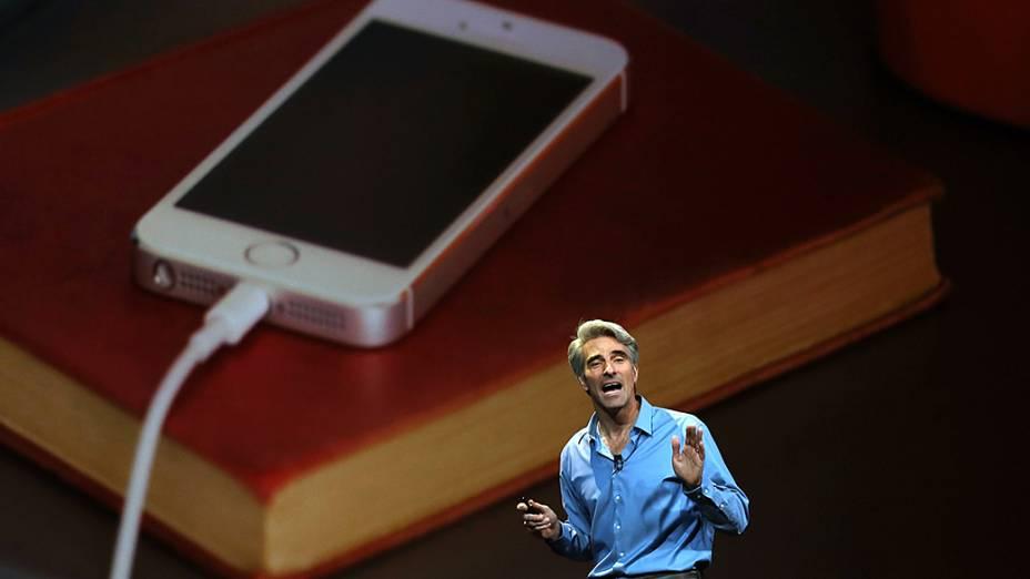 Craig Federighi, vice-presidente de engenharia de software da Apple, e responsável pelo Mac OS X, durante o WWDC 2014, em São Francisco