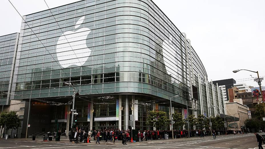 Pessoas aguardam o início do Apple WWDC, em São Francisco