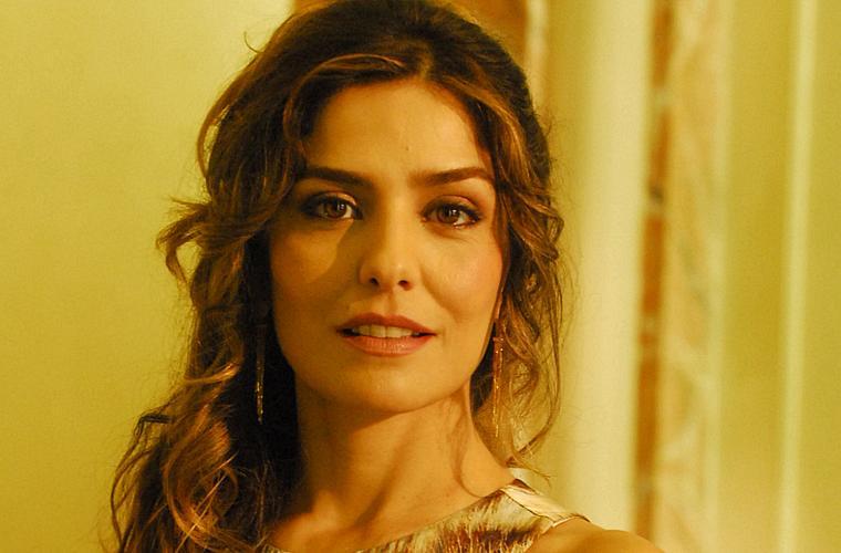 Letícia Sabatella interpreta a psicopata Yvone em Caminho das Índias.