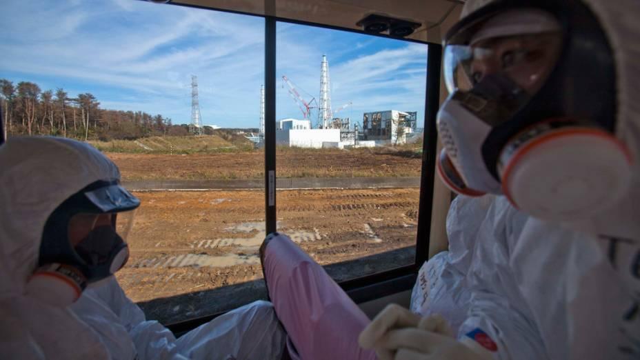 Jornalistas são autorizados a entrarem na usina nuclear de Fukushima, no Japão