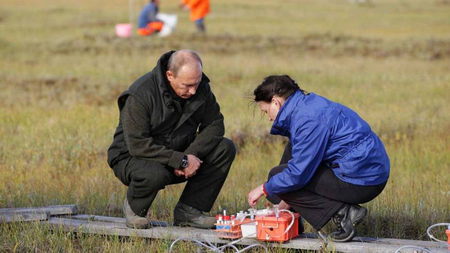Vladimir Putin durante expedição científica russo-alemã, na Ilha Samoilovsky, na Rússia em agosto de 2010