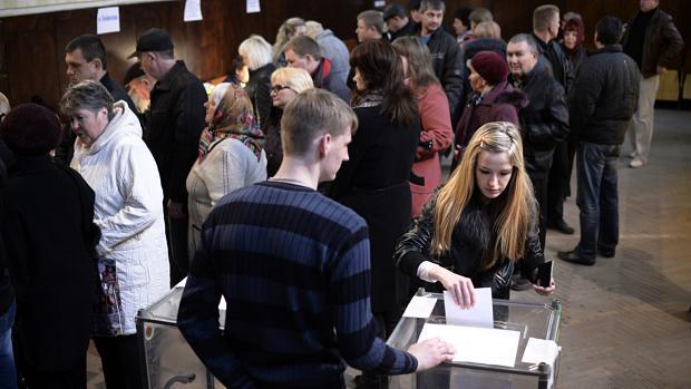 População da Crimeia vota em referendo na região de Bakhchysarai