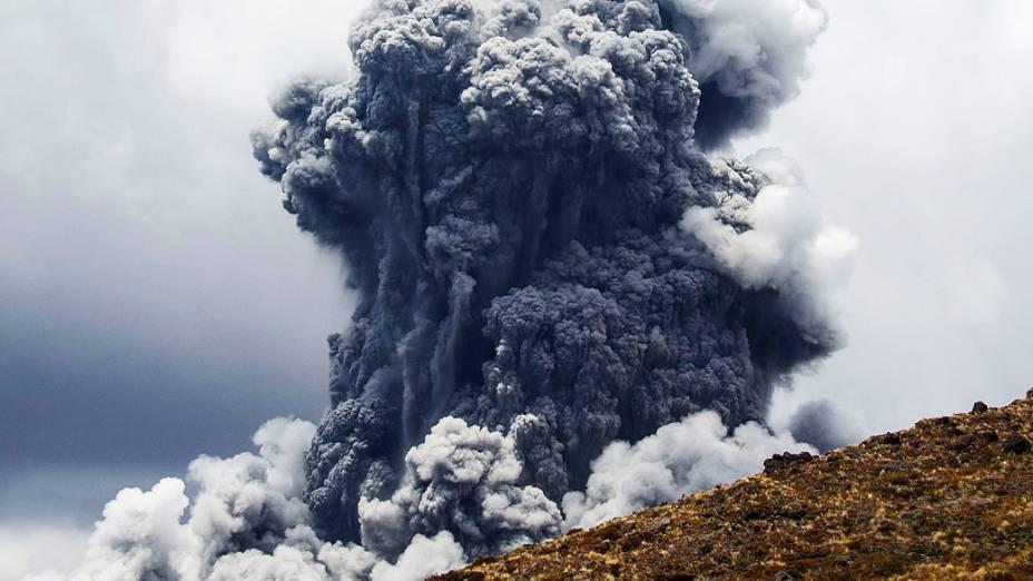 <p>Vulcão Tongariro, em parque de O Senhor dos Anéis entrou em erupção novamente, na Nova Zelândia</p>