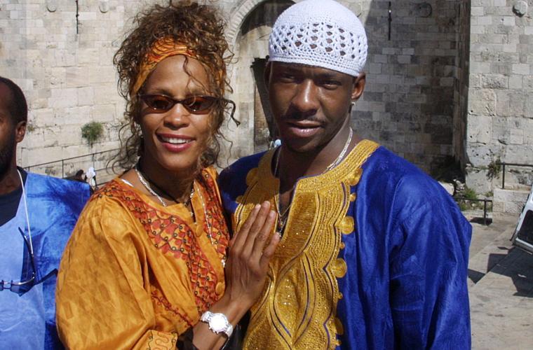 Em 2003, a cantora e seu marido viajaram a Israel para visitar família e amigos. Em 2006, depois de um casamento cheio de polêmicas, brigas e envolvimento com drogas, Whitney pediu divórcio.