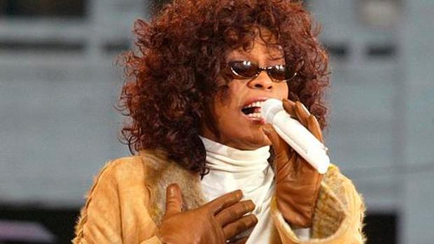 Whitney Houston em Nova York, em 2002, cantando músicas de seu álbum Just Whitney.