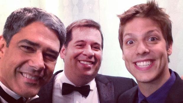 William Bonner com Fábio Porchat e Leandro Hassum nos bastidores do prêmio Melhores do Ano, no Domingão do Faustão