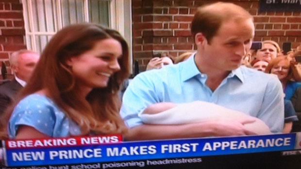 Kate e William mostram o bebê real à imprensa