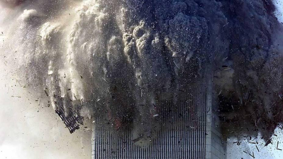 Destroços durante a queda da torre sul do World Trade Center, no ataque terrorista de 11 de setembro de 2001, em Nova York