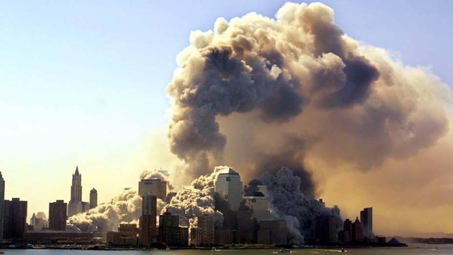 Vista de Manhattan logo após a queda das torres gêmeas do World Trade Center, no ataque terrorista de 11 de setembro de 2001, em Nova York