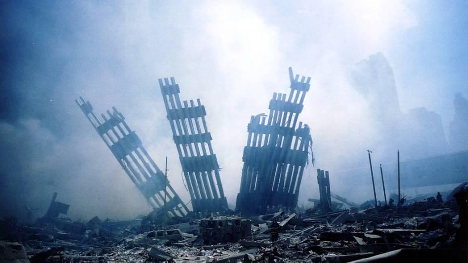 Destroços do World Trade Center após o ataque terrorista de 11 de setembro de 2001, em Nova York