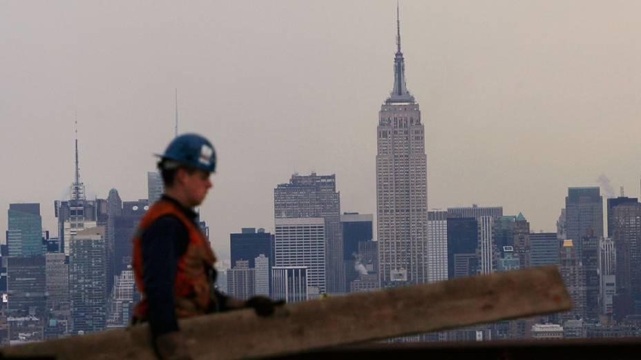 Trabalhador na construção do One World Trade Center em Nova York