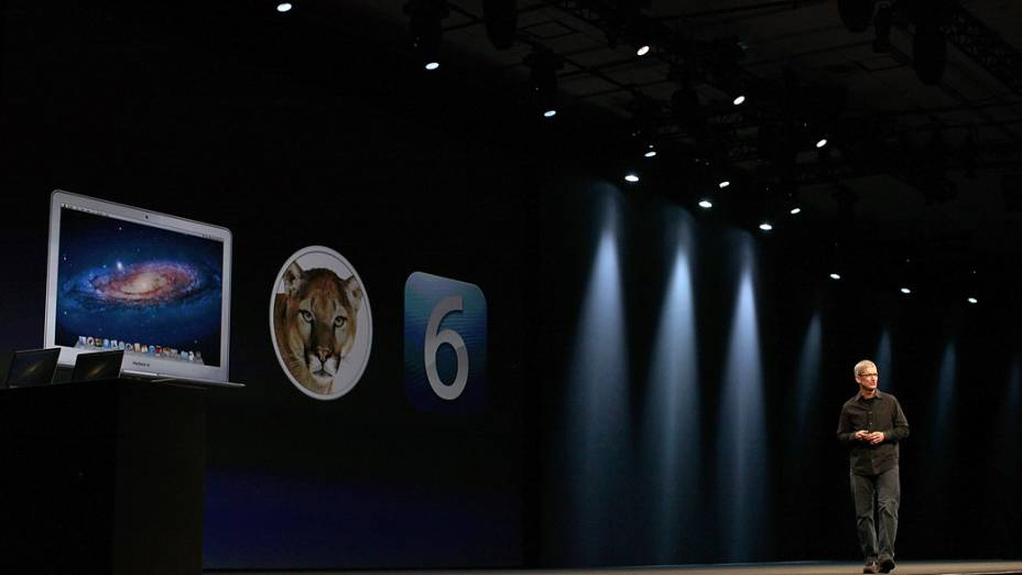Tim Cook, CEO da Apple, anuncia atualização de software na WWDC 2012