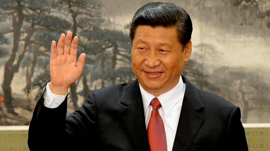 Xi Jinping acena para fotógrafos ao ser apresentado formalmente como novo secretário-geral do PC chinês