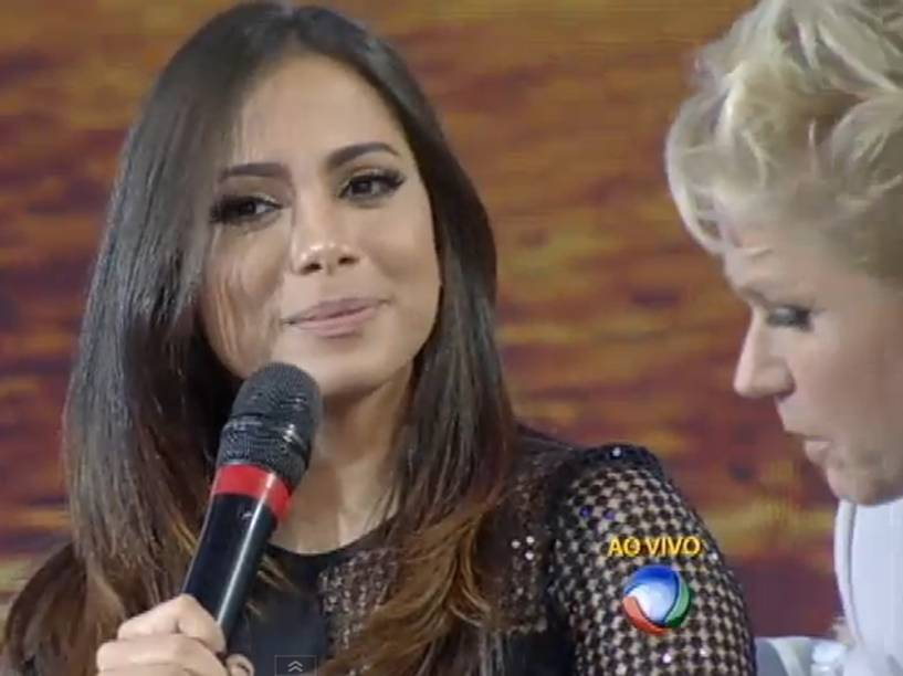 Xuxa entrevista Anitta na Record