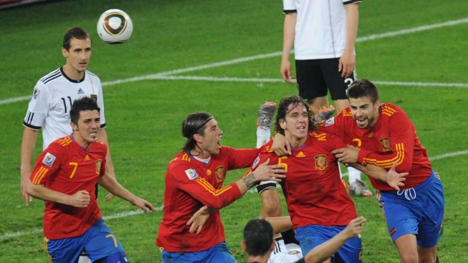 Puyol comemora gol da Espanha contra a Alemanha pela Semifinal da Copa da África do Sul