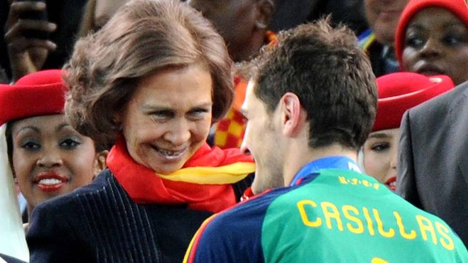 Rainha Sofia com Casillas, goleiro da Espanha