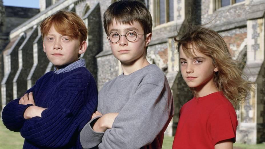 Ron Weasley (Rupert Grint), Harry Potter (Daniel Radcliffe) e Hermione Granger (Emma Watson), em 2001, no filme <em>Harry Potter e a Pedra Filosofal</em>