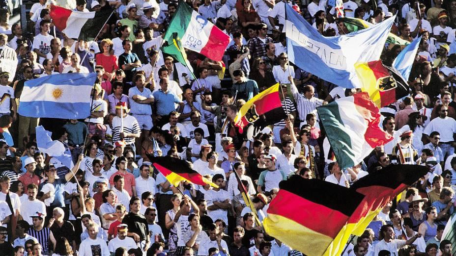 Torcedores de Argentina e Alemanha na final da Copa do Mundo de 1990