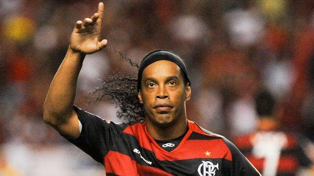 Ronaldinho Gaúcho estreia com a camisa do Flamengo
