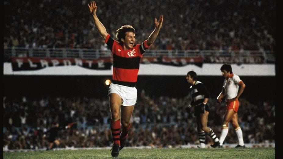 Zico foi o artilheiro que mais marcou gols no Maracanã. O ídolo flamenguista balançou por 333 vezes as redes do estádio. Acima, o jogador comemora gol contra o Cobreloa, do Chile, na Final da Taça Libertadores da América