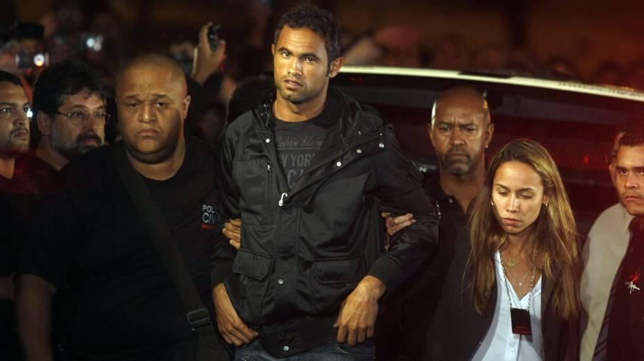 Goleiro Bruno Fernandes chega ao Departamento de Investigações, em Belo Horizonte (José Patrício/Agência Estado)