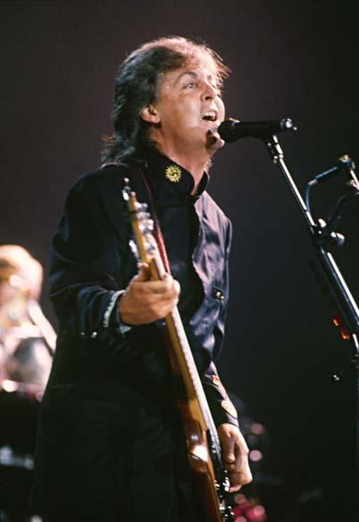 Em 1990, foi a vez de Paul McCartney se apresentar no estádio carioca