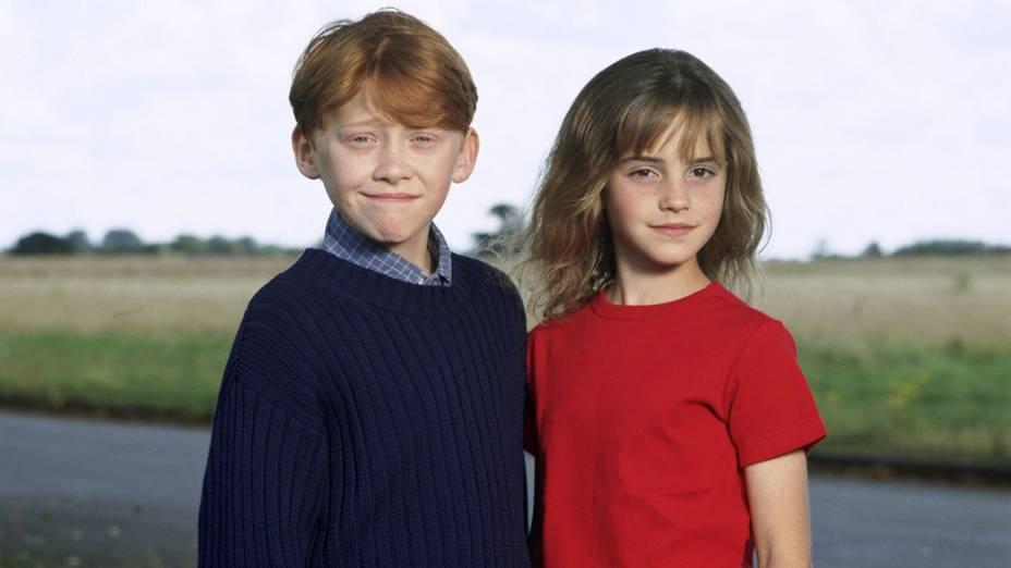 Ron Weasley (Rupert Grint) e Hermione Granger (Emma Watson), em 2001, no filme <em>Harry Potter e a Pedra Filosofal</em>
