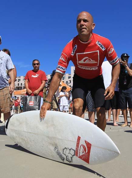 O americano Kelly Slater durante torneio de surf em Nova York, em 09/09/2011