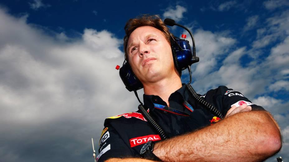 Christian Horner, ex-piloto e chefe da RBR observa os preparativos para a largada do GP do Japão. 10/10/2010