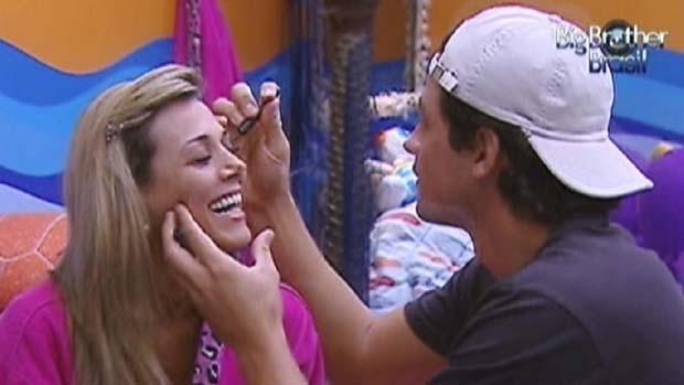 Fael passa maquiagem em Fabiana após briga em 23/03/2012