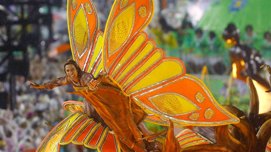 Desfile da Viradouro no primeiro dia de desfiles do grupo especial na Marquês de Sapucaí