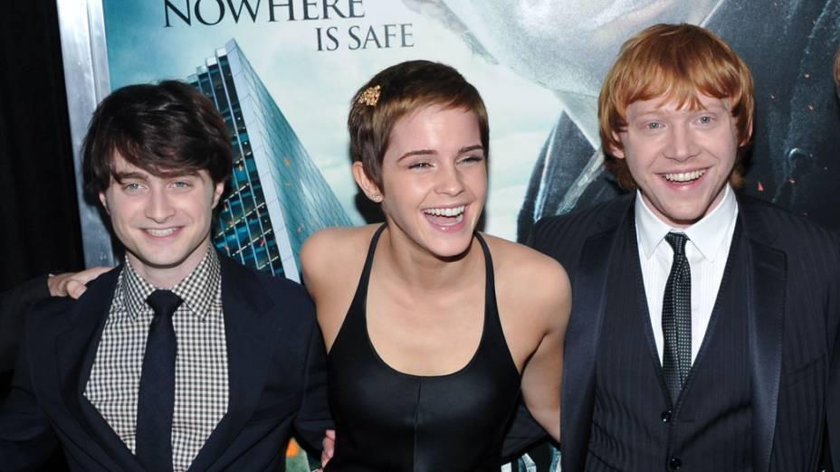 Daniel Radcliffe, Emma Watson e Rupert Grint, na pré-estreia de <em> Harry Potter e as Relíquias da Morte </em>, em Nova York, 2010