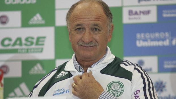 Scolari foi apresentado oficialmente como novo técnico do Palmeiras em junho de 2010