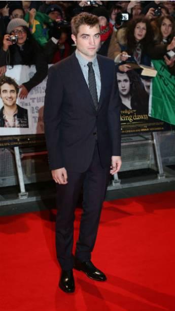 O ator Robert Pattinson durante première de Amanhecer - Parte 2 em Londres