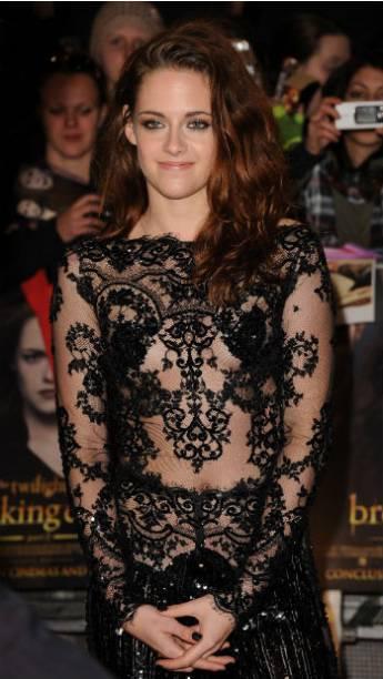 A atriz Kristen Stewart durante première de Amanhecer - Parte 2 em Londres